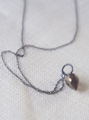 Pyrit drop on chain, The Vintage Fable