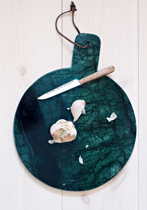 Skärbräda med upphänga i grön marmor