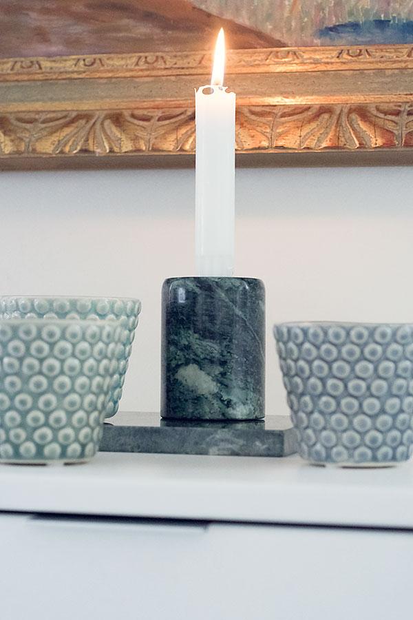 Ljuslyktor i pasteller och grön marmor