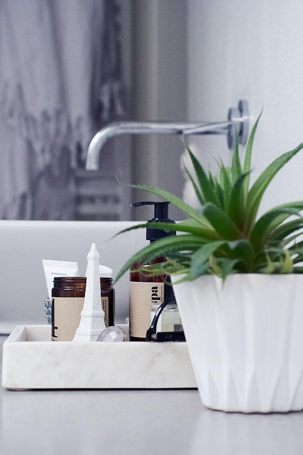 CasaMina Living - piffa till badrummet, marmorbricka med kant