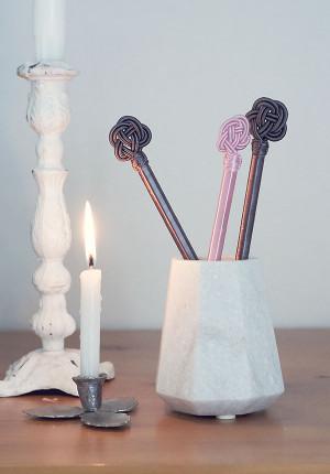 Vackra silkespennor, rosa, vita, svarta
