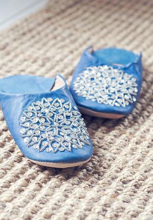 Denimblå marockanska tofflor